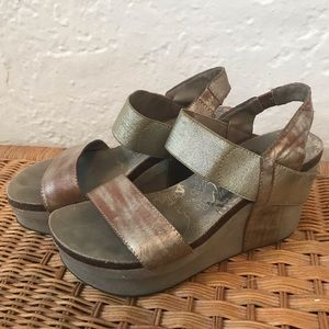OTBT Bushnell Gold Wedge Sandals